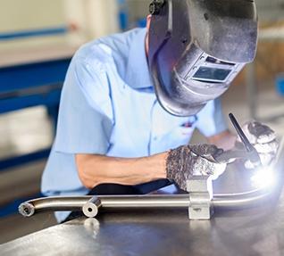 谈谈焊接变位机和焊机